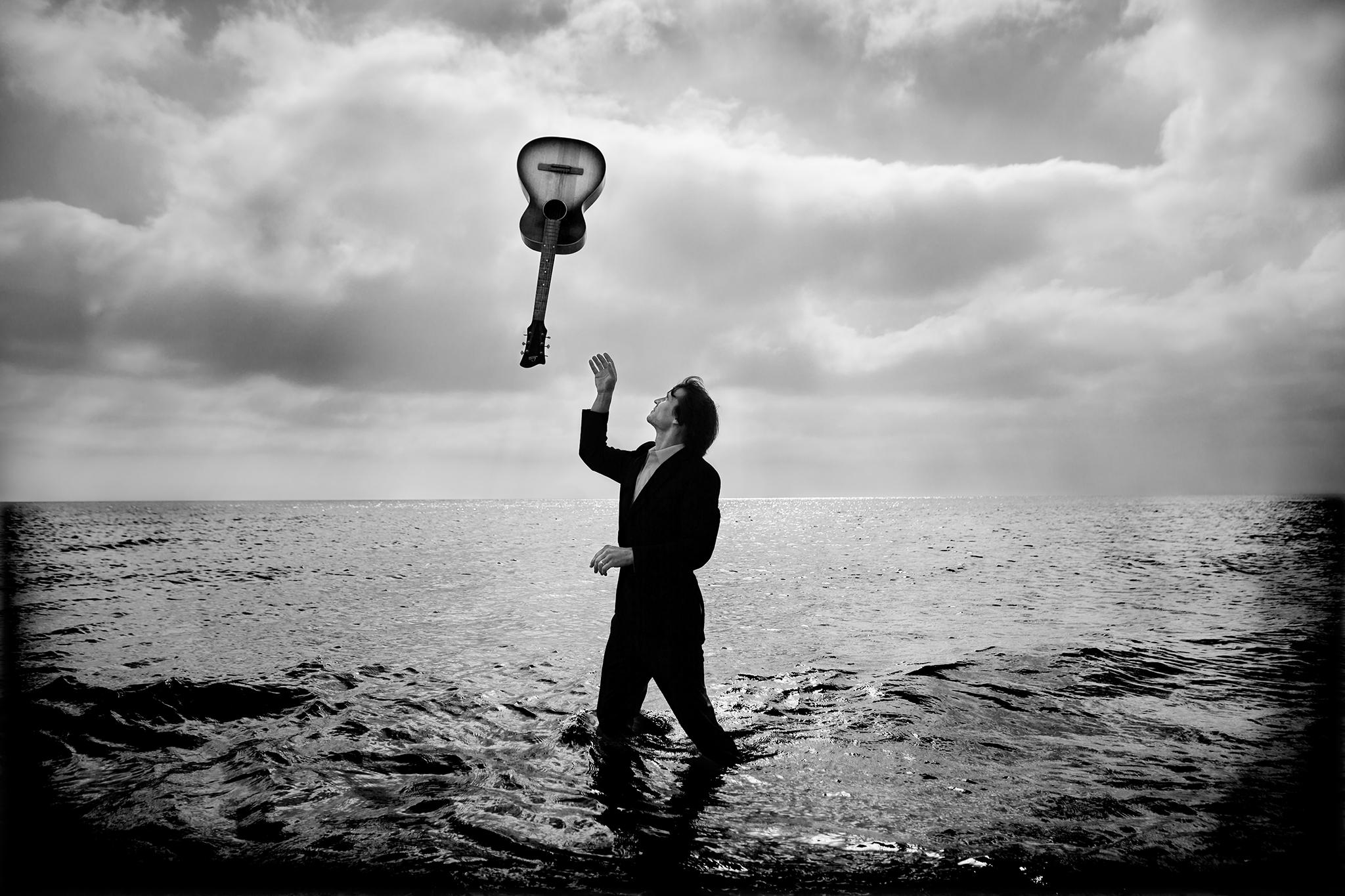 Jakob Hellman i havet